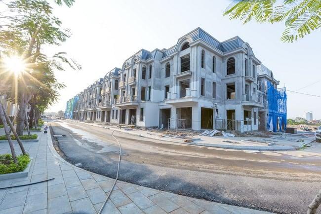 Các căn nhà tại Tiểu khu Iris đã cơ bản hoàn thành xây dựng, chuẩn bị bàn giao cho khách hàng