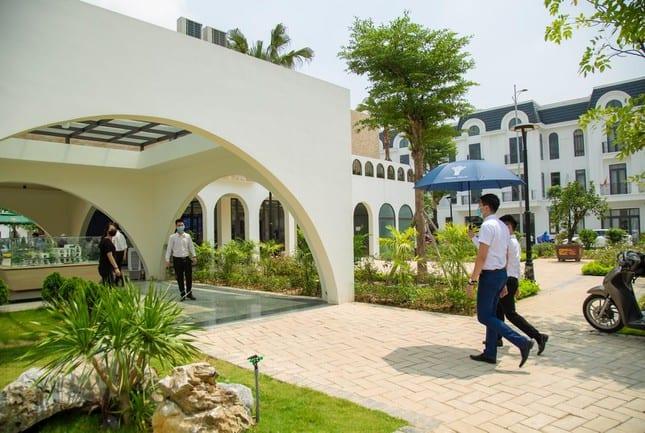 Khách hàng quan tâm, đầu tư vào sản phẩm bất động sản giá trị như dự án Thái Hưng Crown Villas